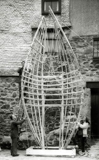 """Barbara Hepworth and two assistants (Dicon Nance above, Norman Stocker below) working on """"Winged Figure"""" 1962. (https://barbarahepworth.org.uk/commissions/list/winged-figure.html )"""