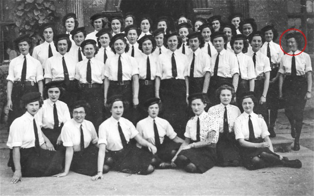 Joanna Chorley, circled, and her fellow codebreakers at Bletchley Park in the photograph taken in 1945 (Photo: Geoff Robinson)