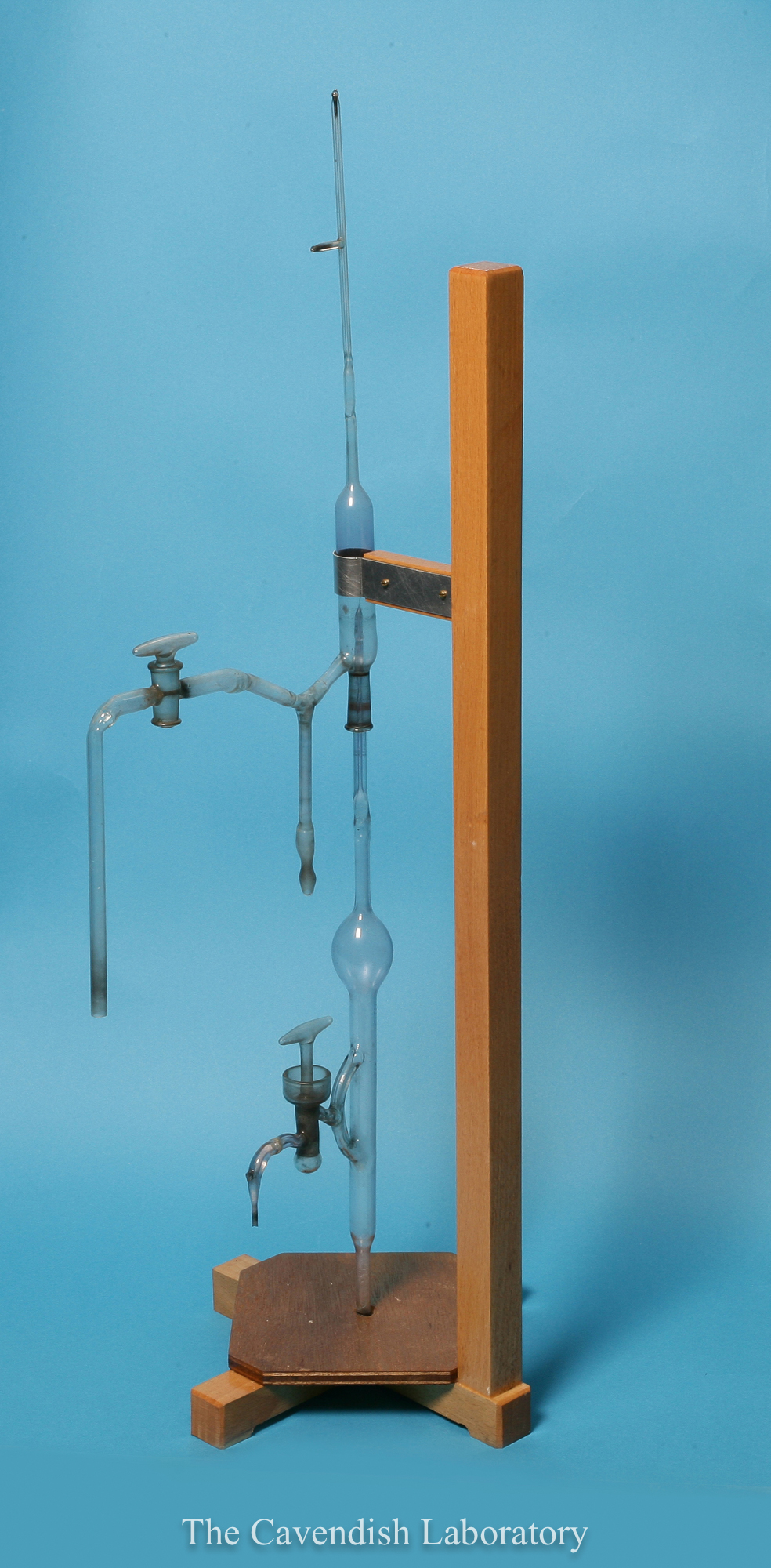 Apparatus to identify alpha-particles and helium nuclei by Otto Baumbach. (PH-CAVENDISH-P-02002-000-00001)